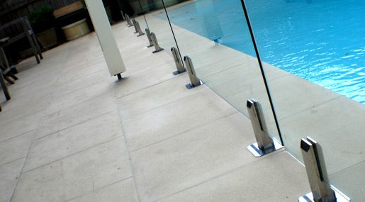 Glass Balustrade Square Spigot Stainless Steel next to Swimming Pool