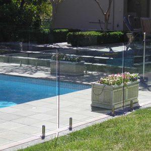 Swimming pool balustrade