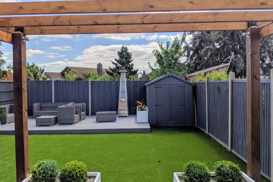 3 tips for choosing the right deck colour for your home
