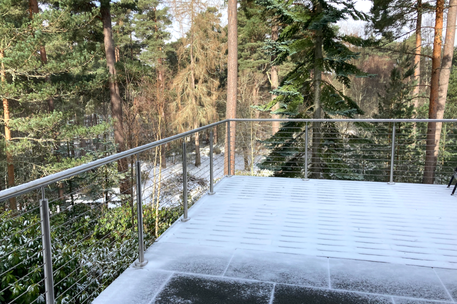 Stainless steel and glass balustrades all year round